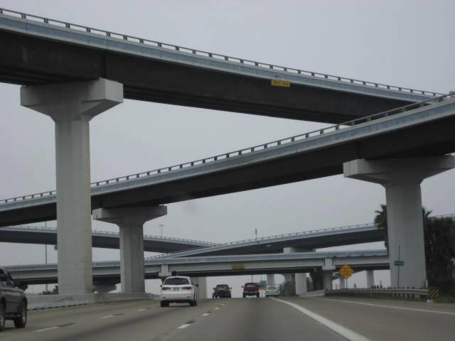 """Freeway-Kreuzung ... """"Autobahn""""-wechsel bei 60 Milen möglich"""